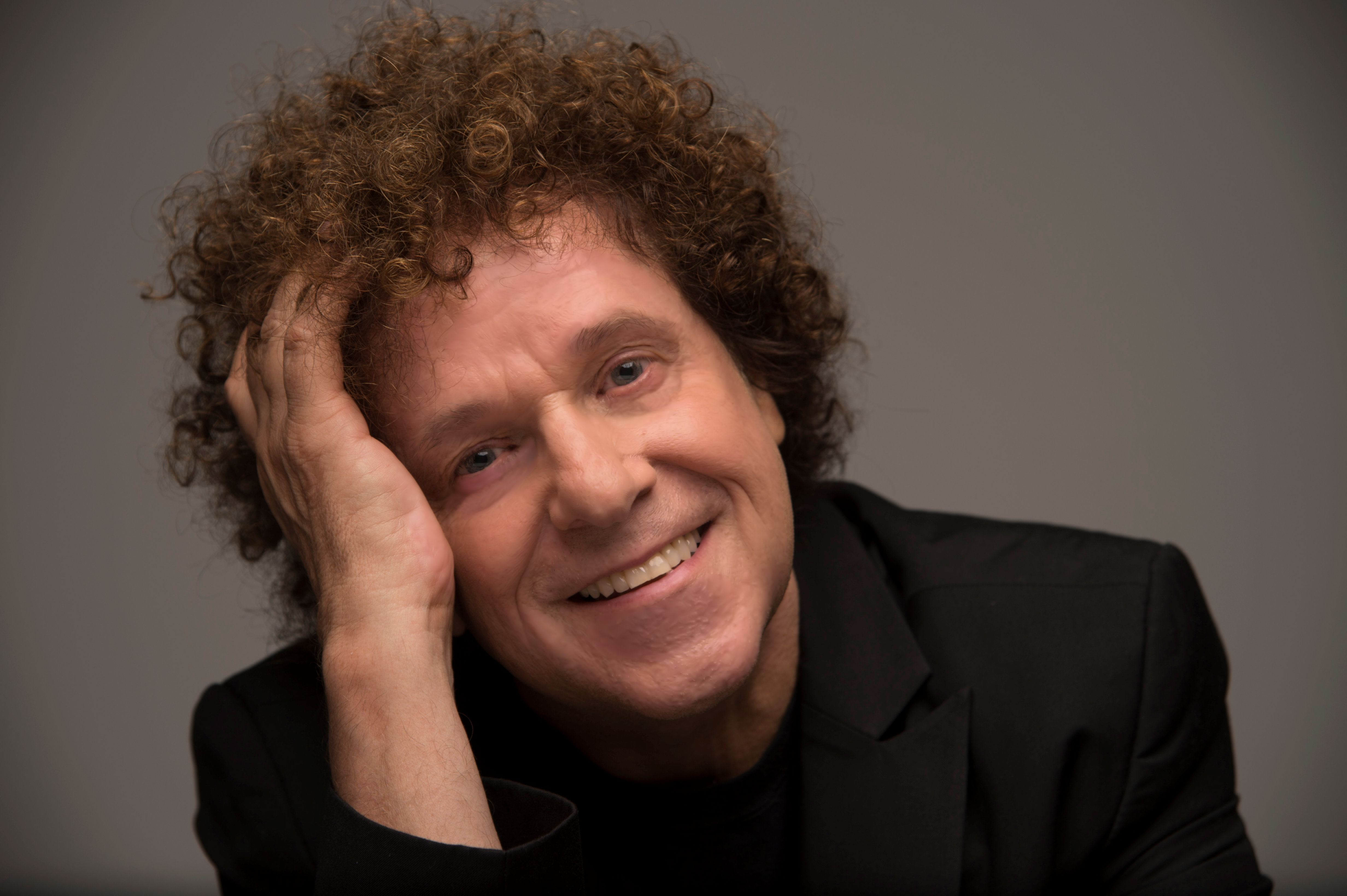 After the Sold Out success of his 2015 Restless Years tour, Grammy award winning, international chart-topping, British music legend Leo Sayer is returning to the UK for another series of concerts.